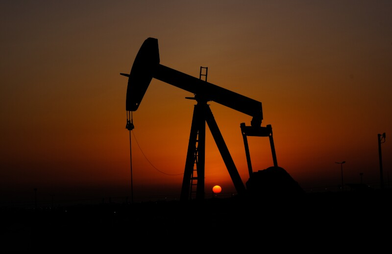 Silhouette,Of,Oil,Pump,With,Sunset,In,Bahrain