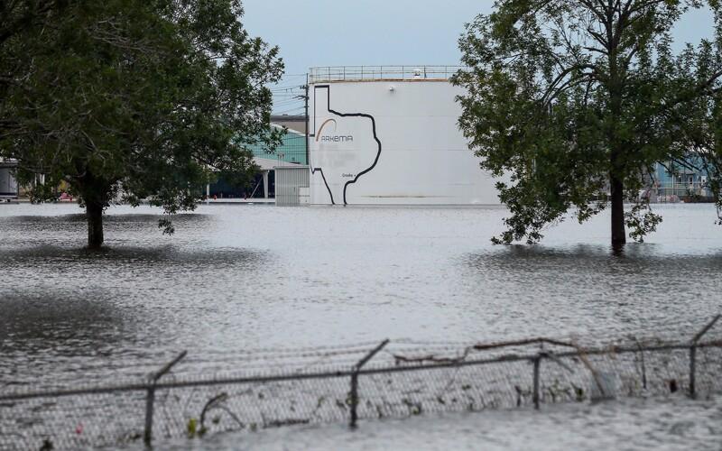oil/AP_17244495099814-oil-storage-Texas-hurricane-Harvey.jpg