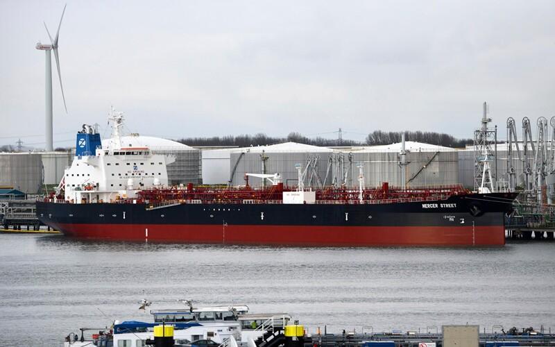 tankers/AP_21214544067913-tankers.jpg
