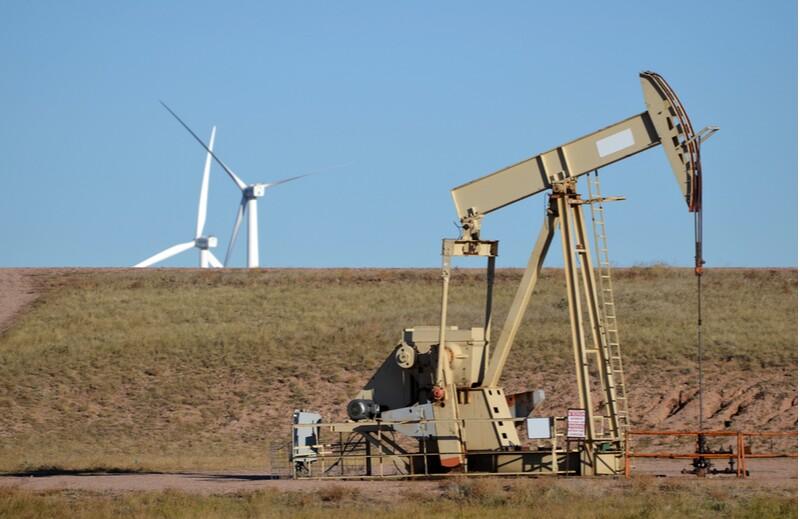 oil/ss88698508-oil-rig-pump-wind-turbine.jpg