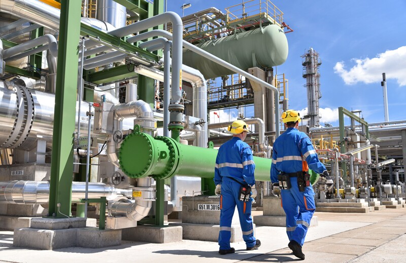 refineries/ss1183610326-refinery-chemical-plant.jpg