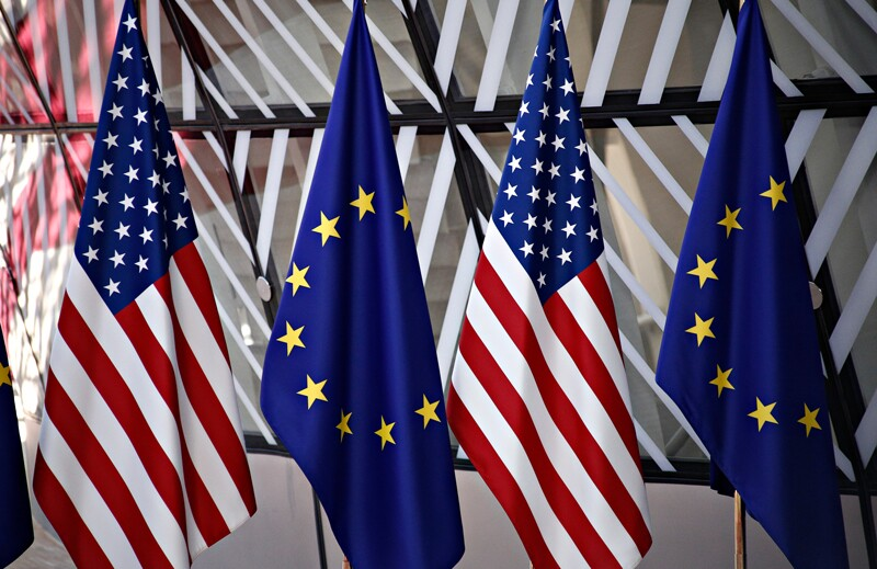 ss1044128779-countries-flags-US-EU