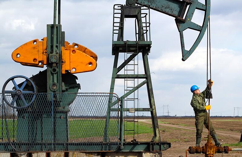 oil/ss_126970013-oil-production.jpg